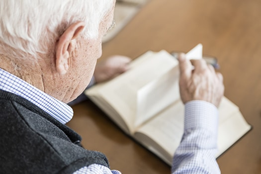 Books Seniors with Dementia Might Enjoy in Toronto, ON